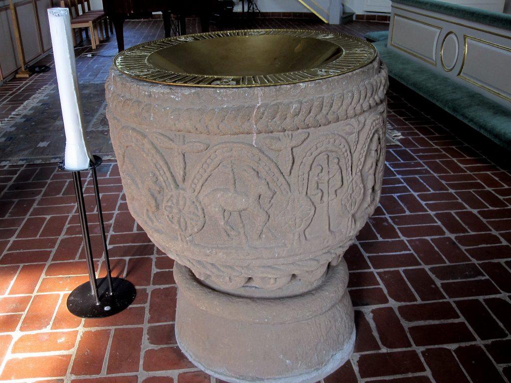 1-img_3152-rydaholms-kyrka-dopfunt-fran-1100-talets-senare-halfthuggen-av-anonymmastaren-bestarius