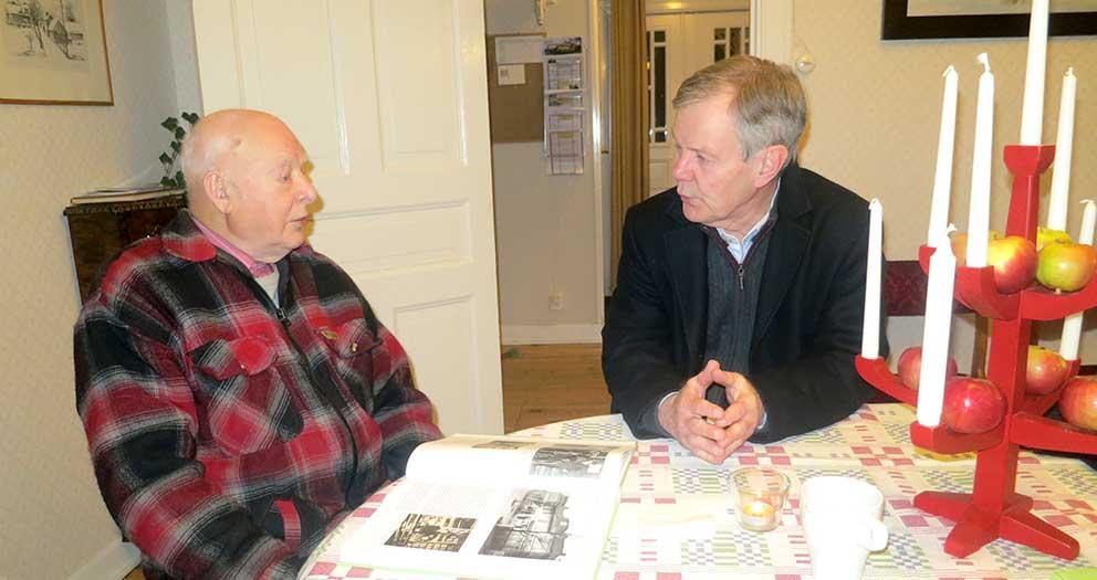 Kjell Ljunggren och Sven-Gunnar Sundqvist samtalar om det gamla Götafors.